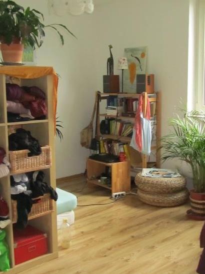 sch nes 12 qm zimmer in netter wg zimmer m bliert freiburg im breisgau haslach weingarten. Black Bedroom Furniture Sets. Home Design Ideas