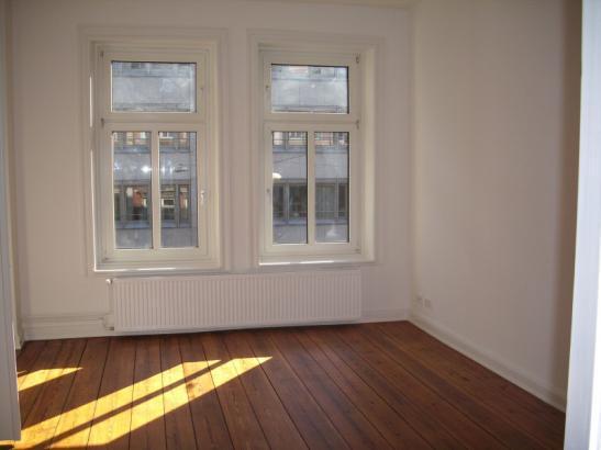 altbauwohnung wohnzimmer:Teilmöbliertes Zimmer in Altbauwohnung mit Wohnzimmer am