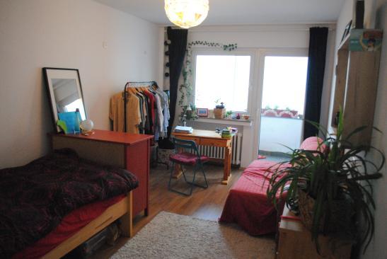 gro e 4 zimmer wohnung komplett ausgestattet wohnung in k ln m lheim. Black Bedroom Furniture Sets. Home Design Ideas
