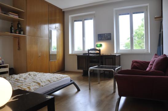sch nes zimmer mit ausblick in netter wg wg wien brigittenau. Black Bedroom Furniture Sets. Home Design Ideas