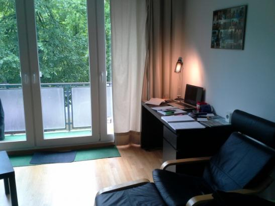 moderne zentrale wohnung nahe bahnhof altona sucht untermieter wg zimmer in hamburg altona. Black Bedroom Furniture Sets. Home Design Ideas