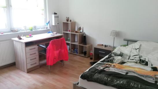 gem tliches m bliertes zimmer 15qm zur zwischenmiete suche wg frankfurt am main bornheim. Black Bedroom Furniture Sets. Home Design Ideas