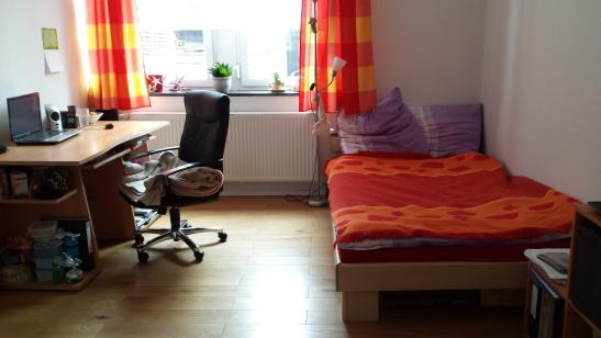 m bliertes 19 m zimmer in top lage zur zwischenmiete wg. Black Bedroom Furniture Sets. Home Design Ideas