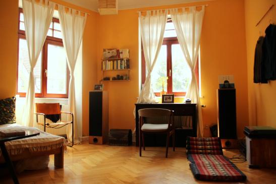 m bliertes 20 quadratmeter zimmer in sch ner altbau wg. Black Bedroom Furniture Sets. Home Design Ideas