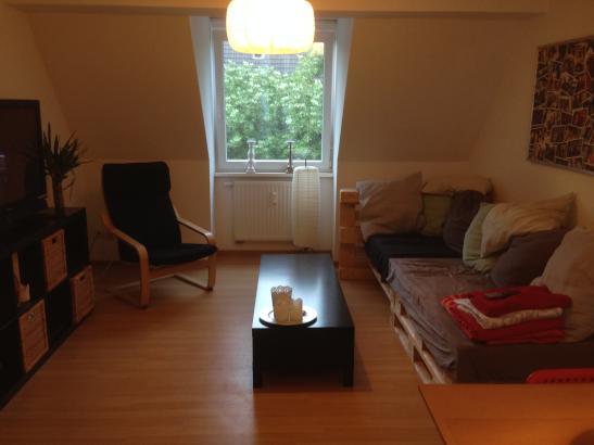 m bliertes zimmer in gem tlicher 2er wg sucht zwischenmieter in wohngemeinschaft duisburg. Black Bedroom Furniture Sets. Home Design Ideas