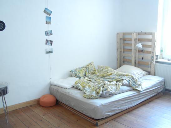 schickes m bliertes 14 m zimmer zur zwischenmiete wg zimmer in kiel schreventeich. Black Bedroom Furniture Sets. Home Design Ideas