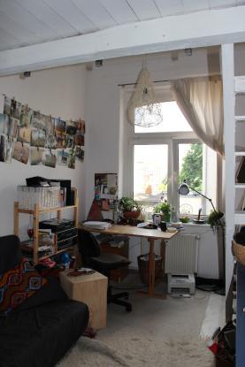 gem tliches zimmer zentral gelegen zur zwischenmiete wgzimmer erfurt erfurt altstadt. Black Bedroom Furniture Sets. Home Design Ideas