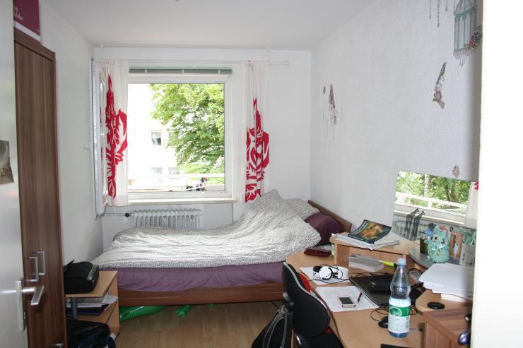 suche nachmieter in f r mein zimmer in 3er wg wg suche regensburg kasernenviertel. Black Bedroom Furniture Sets. Home Design Ideas