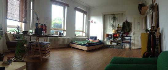 grosses helles zimmer in sch nem altbau wg zimmer in kiel schreventeich. Black Bedroom Furniture Sets. Home Design Ideas