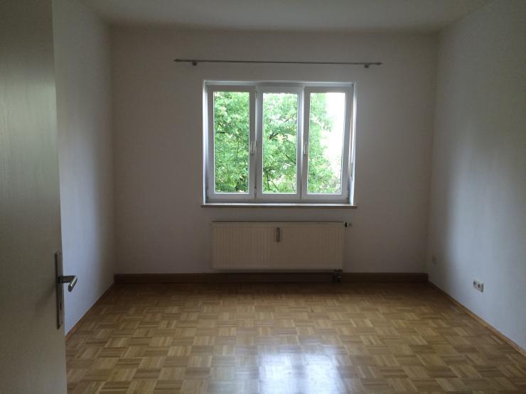 zimmer auf zeit am hohenzollernplatz wg zimmer in. Black Bedroom Furniture Sets. Home Design Ideas