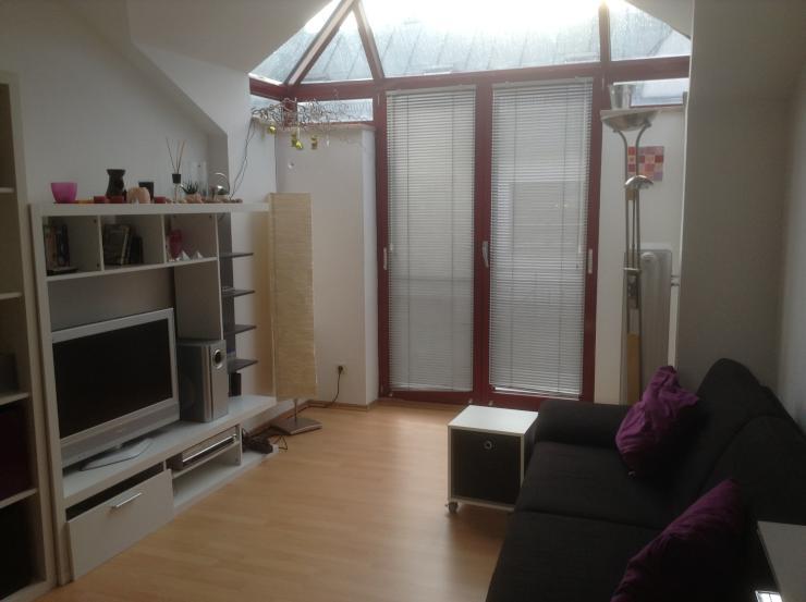 sch nes zimmer in moderner wohnung mit dachterrasse wg zimmer in rosenheim innenstadt. Black Bedroom Furniture Sets. Home Design Ideas