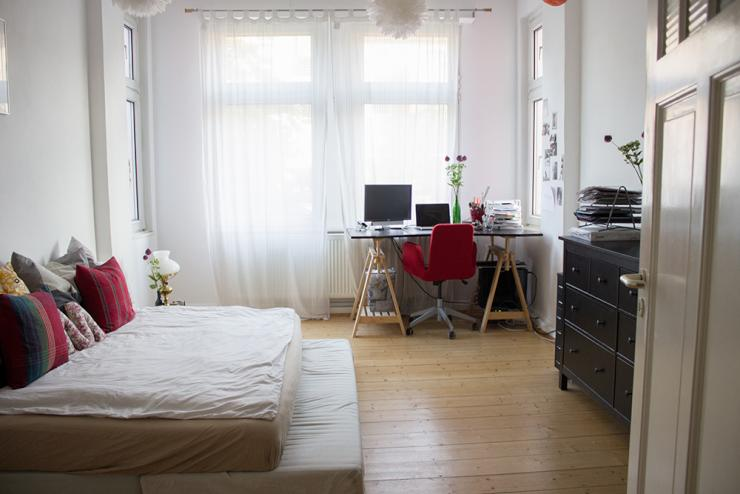 mobiliertes helles altbau zimmer in 2er wg zur. Black Bedroom Furniture Sets. Home Design Ideas