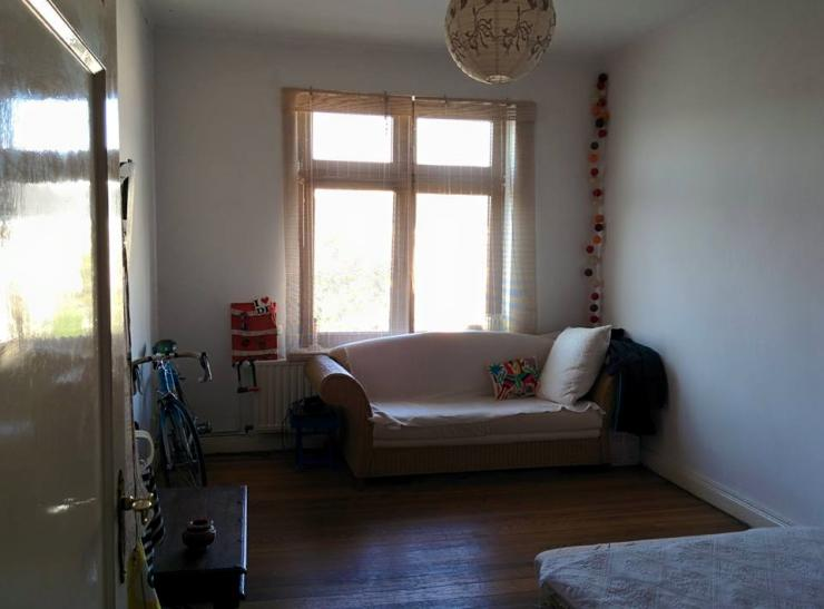 zimmer in 3er wg bis ende des jahres frei wohngemeinschaft hamburg ottensen. Black Bedroom Furniture Sets. Home Design Ideas