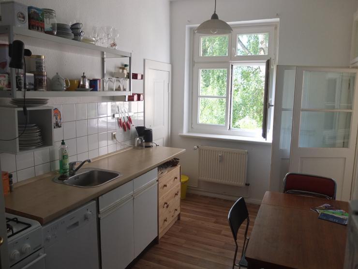 sch ne 2 zw zur zm vollm bliert gr n und zentral wohnung in berlin pankow. Black Bedroom Furniture Sets. Home Design Ideas