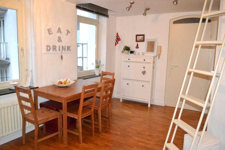 2 zimmer altbauwohnung wohnung in aachen aachen. Black Bedroom Furniture Sets. Home Design Ideas