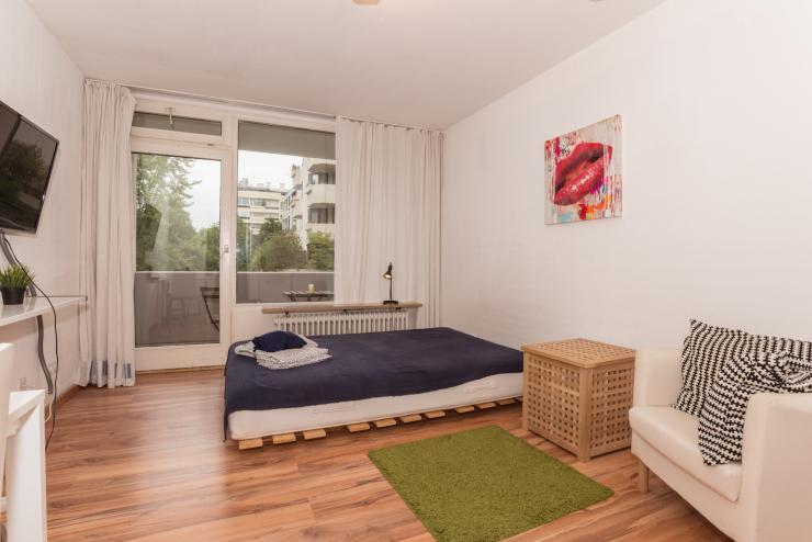 sch nes apartment in schwabing u bahn u6 vor der t re 1 zimmer wohnung in m nchen schwabing. Black Bedroom Furniture Sets. Home Design Ideas