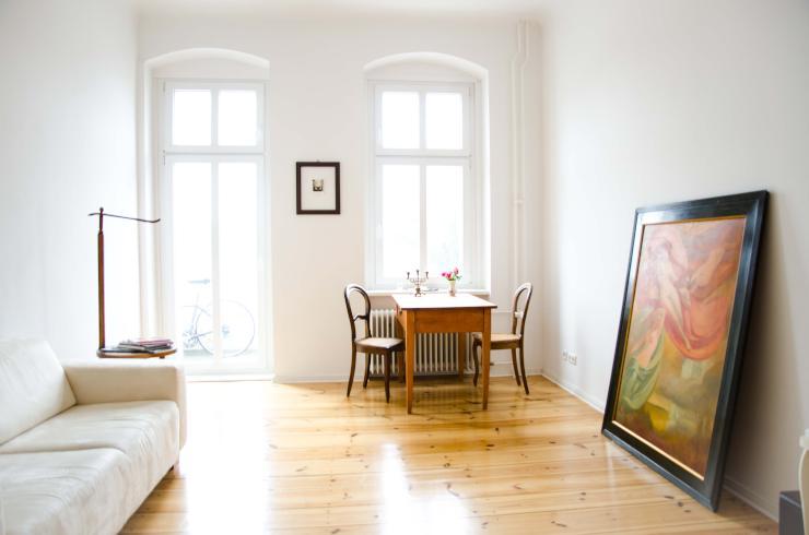 topsanierte 2 zimmer altbauwohnung in neuk lln mit balkon wohnung in berlin neuk lln. Black Bedroom Furniture Sets. Home Design Ideas
