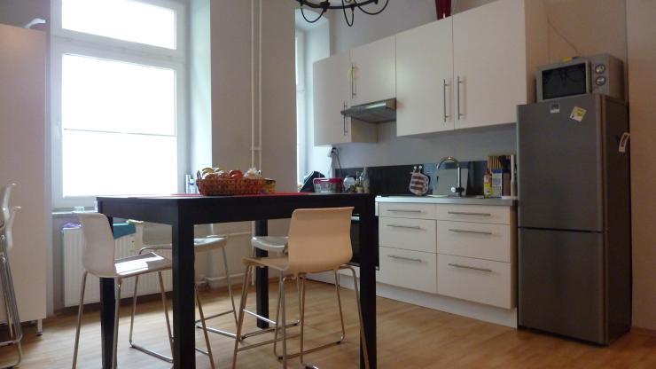 ger umige 1 2 zimmerwohnung f r singles und p rchen wohnung in berlin charlottenburg. Black Bedroom Furniture Sets. Home Design Ideas