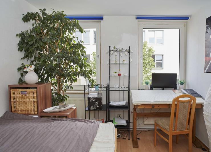 kleines zimmer f r gro e pers nlichkeit wohngemeinschaft in kassel mitte. Black Bedroom Furniture Sets. Home Design Ideas
