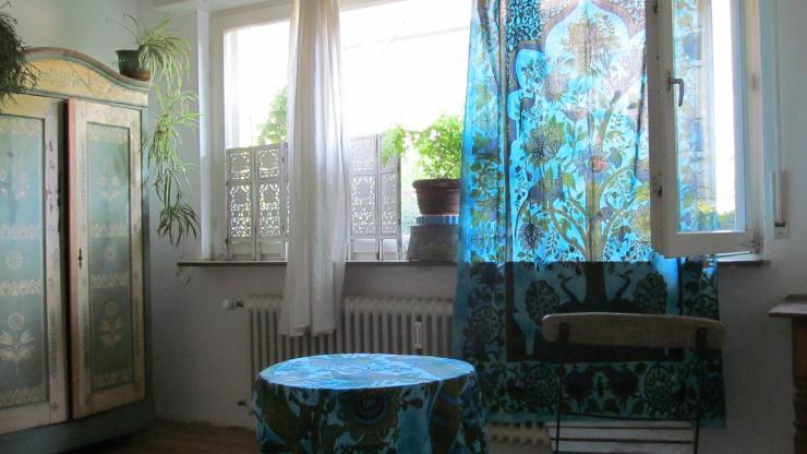 gl cksgriff sch ne ruhige wohnung im gr nen 1 zimmer wohnung in freiburg im breisgau littenweiler. Black Bedroom Furniture Sets. Home Design Ideas