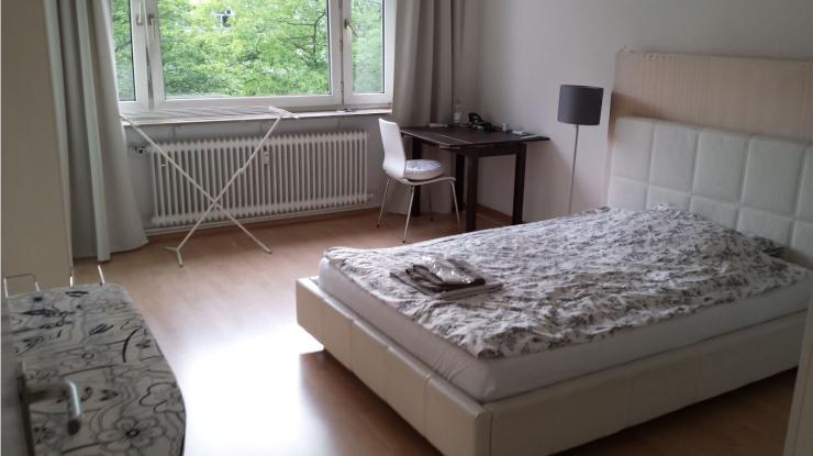 top gelegene ruhige helle 1 zimmer wohnung im zentrum westend 1 zimmer wohnung in. Black Bedroom Furniture Sets. Home Design Ideas