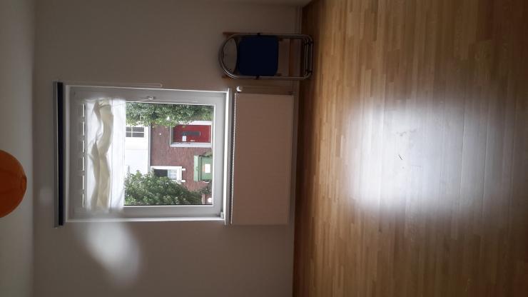 helles 15 quadratmeter zimmer in netter 2 er wg nur 5min zur mhh wohngemeinschaften in. Black Bedroom Furniture Sets. Home Design Ideas