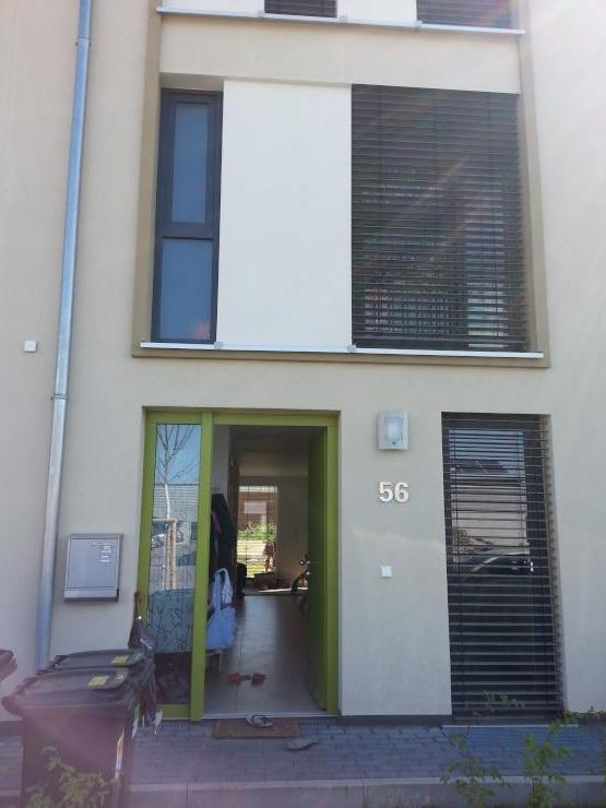 ein 12 qm zimmer in einem neubau zu vermieten wohngemeinschaften darmstadt kranichstein. Black Bedroom Furniture Sets. Home Design Ideas