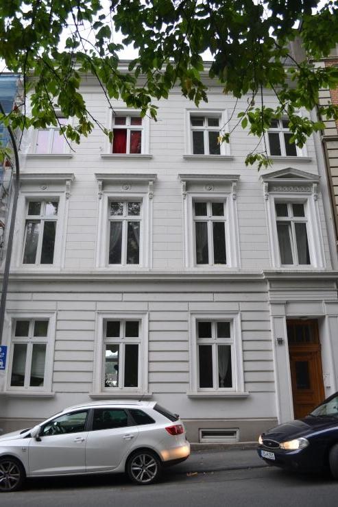 14qm zimmer altbau in bestlage wohngemeinschaften in wuppertal elberfeld. Black Bedroom Furniture Sets. Home Design Ideas