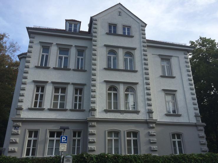 13 qm zimmer in 3er wg in superzentraler lage tolle altbauvilla wgzimmer regensburg innenstadt. Black Bedroom Furniture Sets. Home Design Ideas