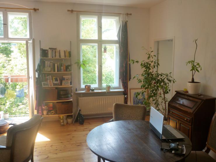 helle wohnung mit gem tlicher k che am spree kanal 1 zimmer wohnung in berlin neuk lln alt. Black Bedroom Furniture Sets. Home Design Ideas
