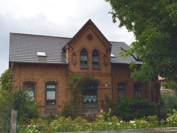 wohnen im gr nen in wundersch ner altbauvilla 600 eur inkl neko wohnung in hildesheim. Black Bedroom Furniture Sets. Home Design Ideas