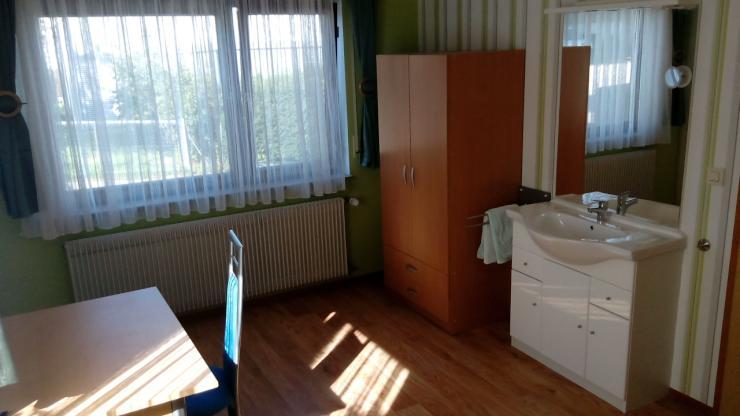 sch nes wg zimmer in aichtal wg zimmer in stuttgart aichtal. Black Bedroom Furniture Sets. Home Design Ideas