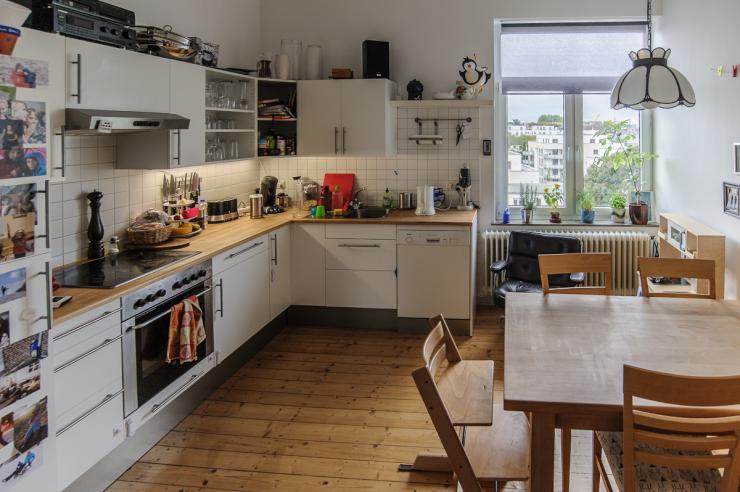 sch ne helle altbauwohnung wohnung in aachen aachen. Black Bedroom Furniture Sets. Home Design Ideas