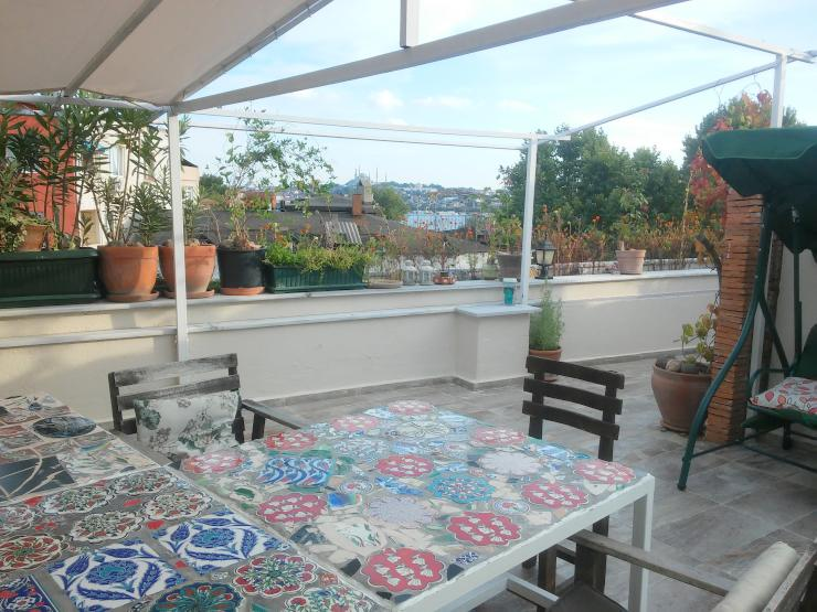 optimales wohnen und studieren im zimmer mit terrasse panorama wg istanbul beyoglu. Black Bedroom Furniture Sets. Home Design Ideas
