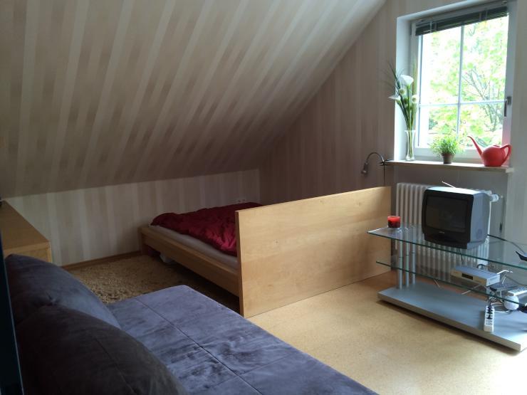 wundersch ne m blierte 1 zimmer wohnung n he uni 1 zimmer wohnung in regensburg neupr ll. Black Bedroom Furniture Sets. Home Design Ideas