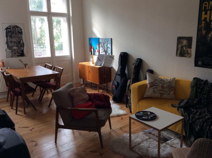sch ne 2 zimmer wohnung im prenzlauer berg sucht zwischenmieter wohnung in berlin prenzlauer berg. Black Bedroom Furniture Sets. Home Design Ideas