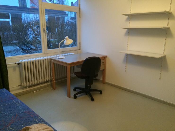 wohnheimzimmer zur untermiete 2min zu s bahn dormroom subrent wg suche berlin grunewald. Black Bedroom Furniture Sets. Home Design Ideas