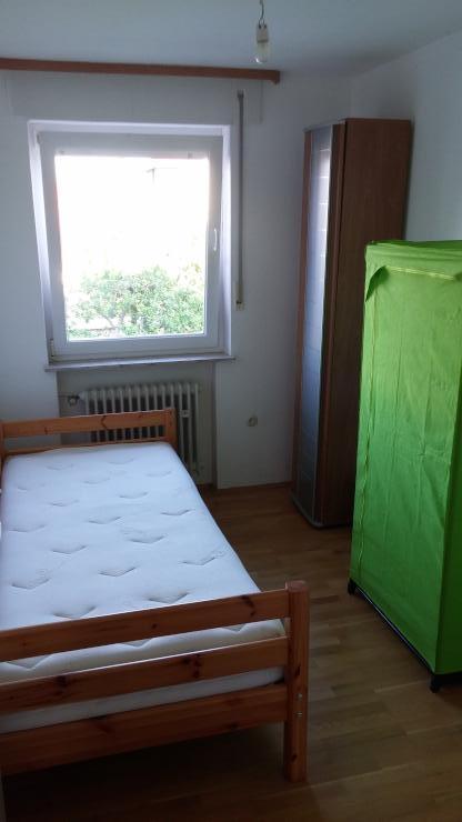 suche mitbewohner f r 60 qm wohnung ruhige lage wg. Black Bedroom Furniture Sets. Home Design Ideas