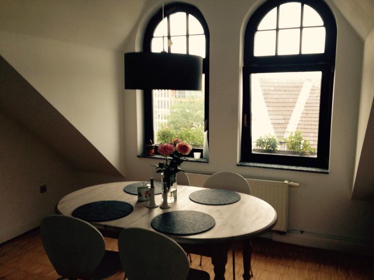 h bsche maisonette wohnung in bester lage f r 2 3 monate wohnung in d sseldorf oberkassel. Black Bedroom Furniture Sets. Home Design Ideas