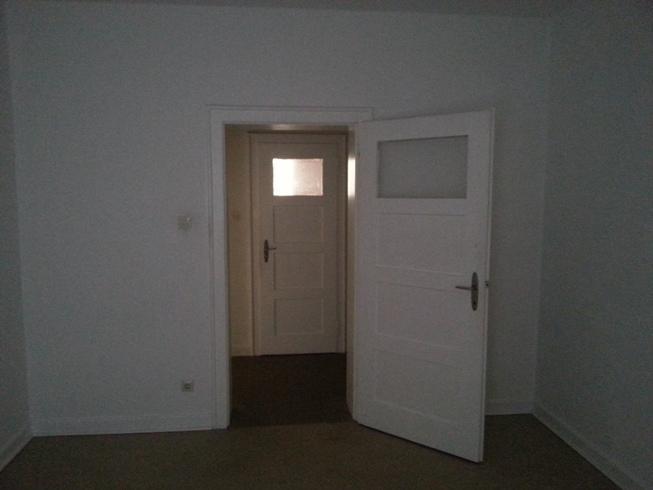 sch ne 2 zimmer k che bad wohnung wohnung in kaiserslautern innenstadt. Black Bedroom Furniture Sets. Home Design Ideas