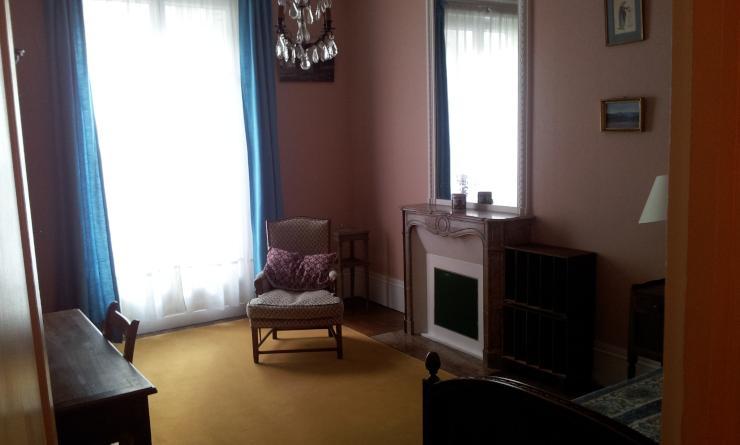 sehr sch nes m bliertes zimmer 16m zu vermieten zimmer m bliert paris 16 arrondissement. Black Bedroom Furniture Sets. Home Design Ideas