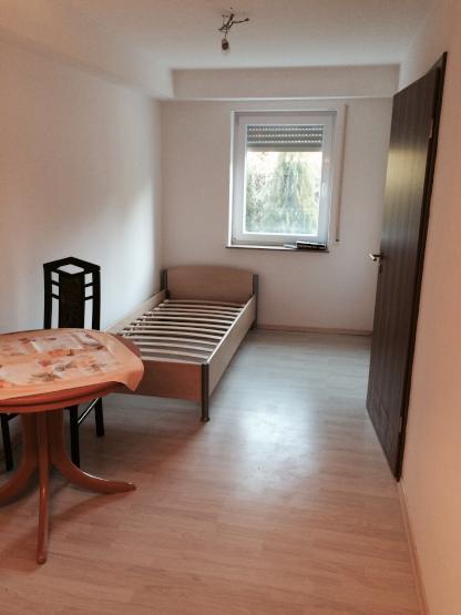 1 zimmer in einem reihenhaus zu vermieten 1 zimmer wohnung in reutlingen betzingen. Black Bedroom Furniture Sets. Home Design Ideas