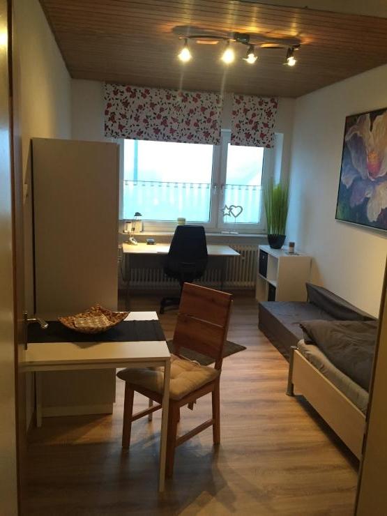 traum 1 zimmer studenten wohnung im stadtzentrum m bliert. Black Bedroom Furniture Sets. Home Design Ideas