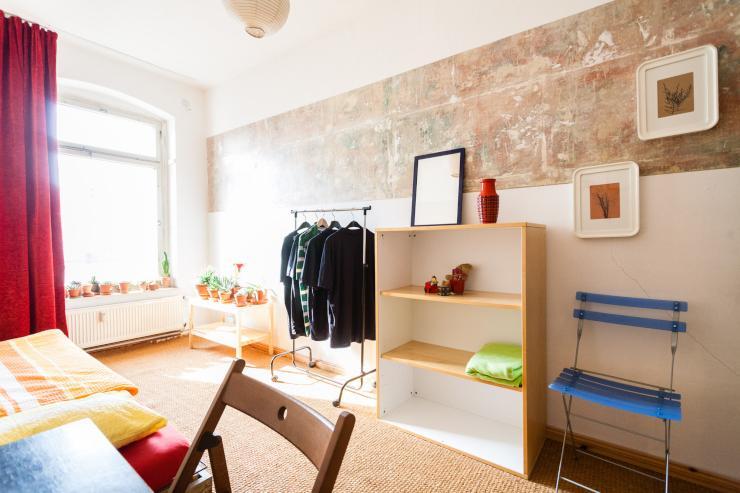 tageweise wochenweise guestroom near alexanderplatz wg suche berlin prenzlauer berg. Black Bedroom Furniture Sets. Home Design Ideas