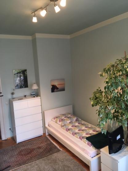 tierlieber wochenendheimfahrer gesucht m bliertes zimmer in gro er sch ner altbauwohnung zu. Black Bedroom Furniture Sets. Home Design Ideas