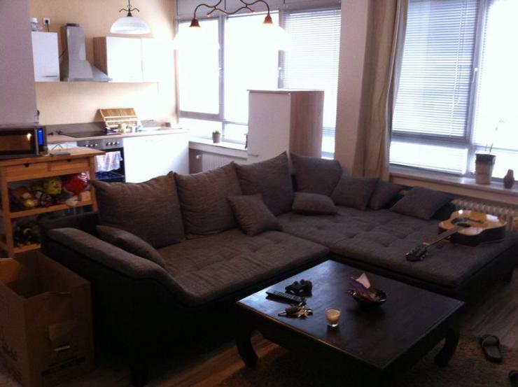 zwischenmiete modern eingerichtete wohnung in der city mit arbeitsplatz wohnung in koblenz. Black Bedroom Furniture Sets. Home Design Ideas