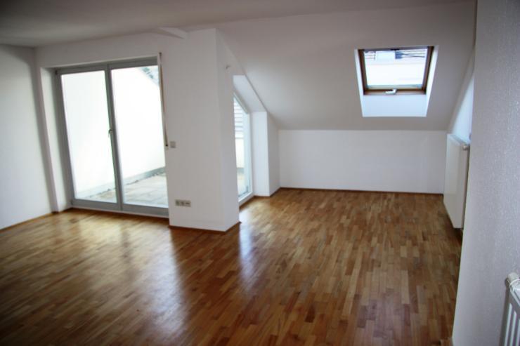 sch ne 2 5 zimmer dachgeschosswohnung wohnung in biberach an der ri warthausen. Black Bedroom Furniture Sets. Home Design Ideas