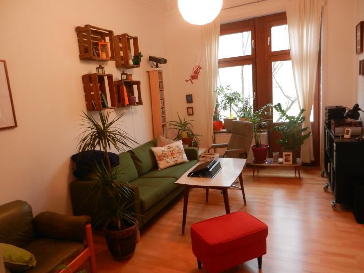 sch ne 2 zimmer altbau wohnung im westend wohnung in wiesbaden wiesbaden. Black Bedroom Furniture Sets. Home Design Ideas