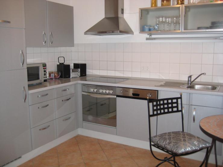 sch ne helle 2 zimmer wohnung wohnung in regensburg regensburg. Black Bedroom Furniture Sets. Home Design Ideas