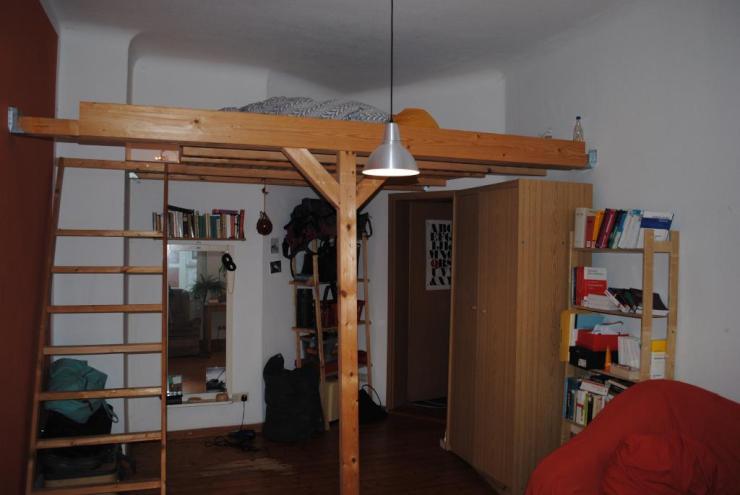 sonnige g nstige 3 zimmer wohnung in altbau eckhaus in. Black Bedroom Furniture Sets. Home Design Ideas